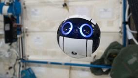 Robot hình bóng bên trong Trạm Không gian Quốc tế