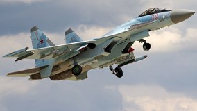 """""""Chim sắt"""" Su-35 trình diễn gây sửng sốt tại triển lãm hàng không Nga"""