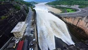 Các hồ thủy điện lớn ở miền Bắc vẫn tiếp tục xả lũ