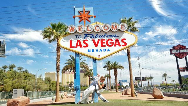 Từ quê nhà Las Vegas, Nevada, Mỹ, cặp đôi cùng nhau đi khắp thế giới để tổ chức đám cưới