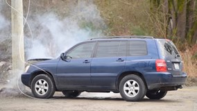 Ô tô đâm cột điện và những điều nguy hiểm có thể bạn chưa biết