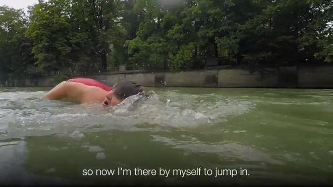 Đức: Ghét tắc đường, nhảy sông bơi 2km đi làm mỗi ngày - 3