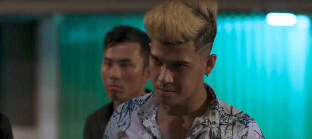 Ngọc Trinh chở bạn trai bỏ trốn, một mình chống lại cả băng đảng - Ảnh 6.