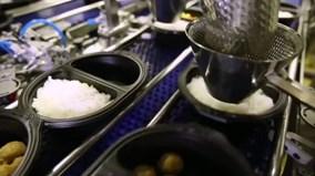 Xem công nghệ nấu cơm, chế biến thịt và rau củ không cần đầu bếp của Nhật