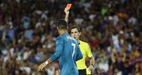 Ronaldo ghi siêu phẩm và bị đuổi, Real vùi dập Barca