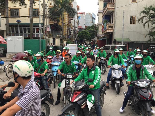 Tai xe GrabBike keu goi tat ung dung de phan doi hang tang chiet khau hinh anh 3
