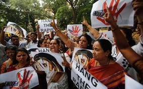 Ấn Độ: Cô bé sinh con lúc 10 tuổi vì bị cấm phá thai