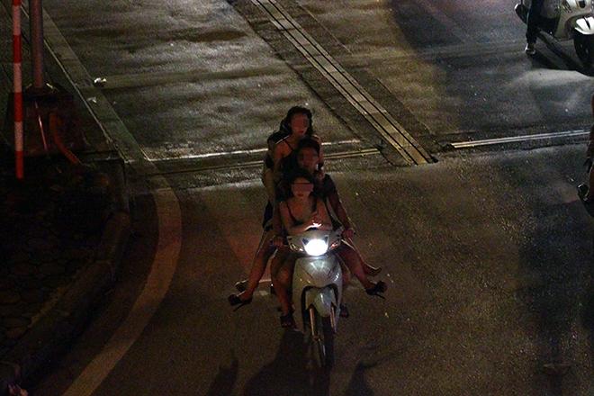 "clip: quai xe kep ""chan dai"", mac cung nhu khong phong nhu bay tren pho hinh anh 4"