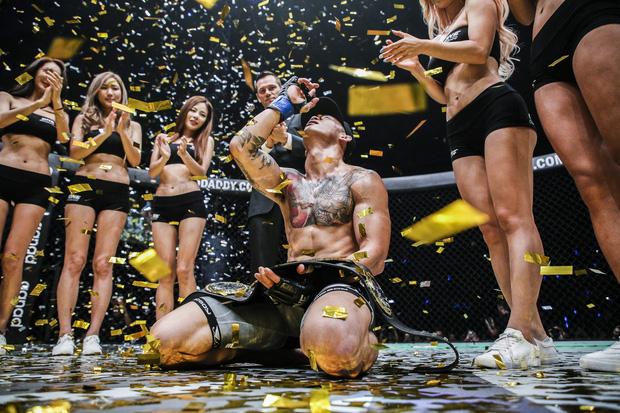 Võ sĩ gốc Việt chiến thắng ngoạn mục, giành đai vô địch ONE Championship - Ảnh 6.