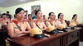 """Những """"bóng hồng"""" CSGT trong lực lượng dẫn đoàn TP.HCM dịp APEC"""