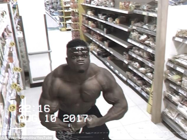 Thấy ống kính camera, anh chàng cơ bắp liền tạo dáng thách thức cả thế giới - Ảnh 6.
