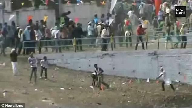 Đây được coi là một trong những lễ hội nguy hiểm nhất thế giới