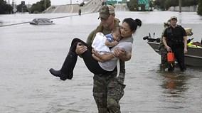 Mỹ nỗ lực giải cứu người dân trong siêu bão Harvey