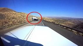 Xe SUV Ford lật nhào trên xa lộ do lái tốc độ cao