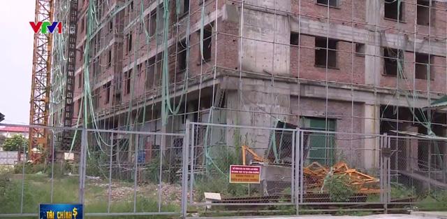 Chung cư xây đến 8 tầng vẫn không phép: Bao giờ mới bàn giao nhà? - Ảnh 1.
