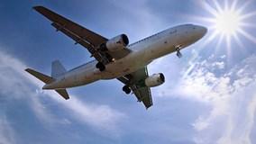 Tại sao máy bay lơ lửng mà không rơi?