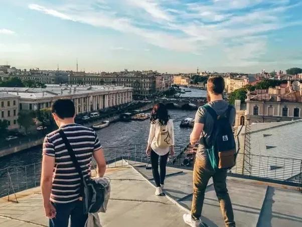 Độc đáo du lịch trên mái nhà tại St.Petersburg, Nga - Ảnh 3.