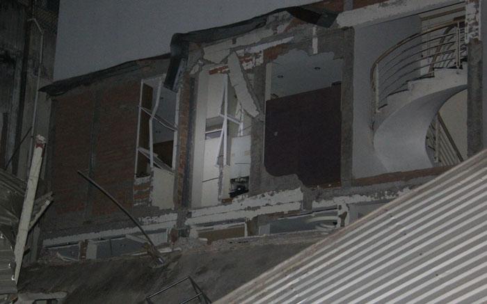 sập nhà, sài gòn, sập nhà trong đêm, cứu nạn, sập nhà ở Sài Gòn