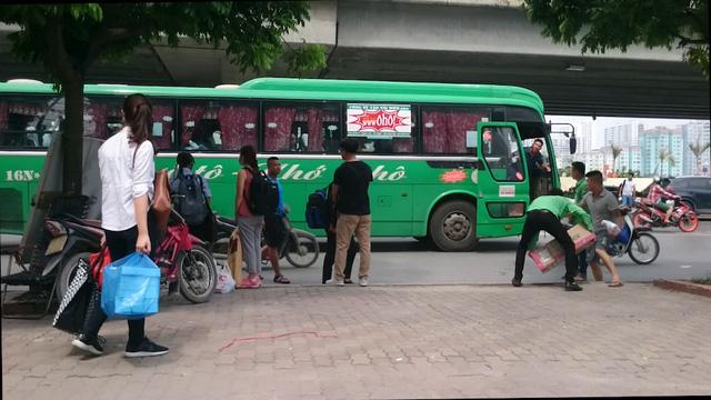 Xe khách Ôhô chuyển đón khách chui tới một địa điểm khác khi thấy bóng công an.