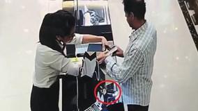Clip khách ngoại quốc bị tố trộm đồng hồ trị giá gần 240 triệu đồng
