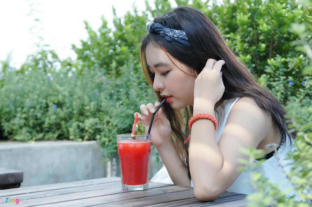 9X xinh dep dong MV cung My Tam, gioi 2 ngoai ngu, rat thich choi game hinh anh 6