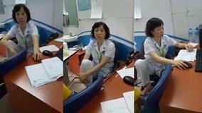 """Bác sĩ viện mắt Trung ương ngồi co chân lên ghế """"đôi co"""" với người bệnh"""