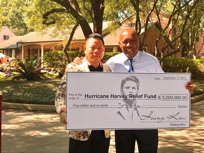 Ty phu Hoang Kieu ho tro 5 trieu USD khac phuc bao Harvey o Houston hinh anh 1