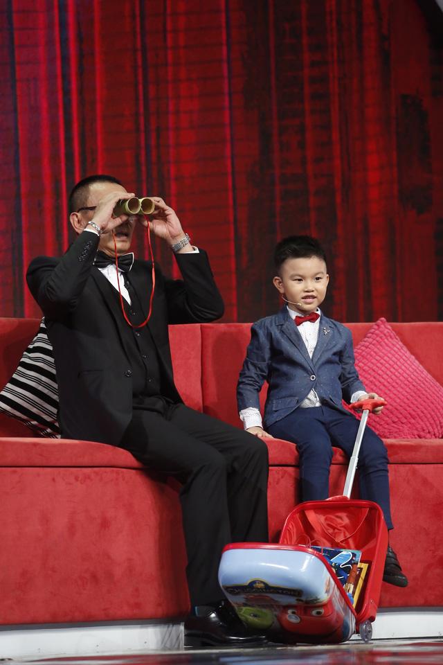 Thánh chém 5 tuổi Minh Khang tái xuất khiến MC Lại Văn Sâm toát mồ hôi-1