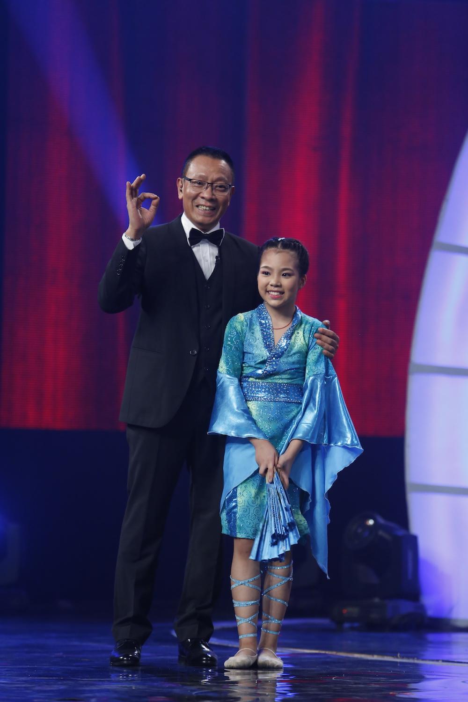 Thánh chém 5 tuổi Minh Khang tái xuất khiến MC Lại Văn Sâm toát mồ hôi-4
