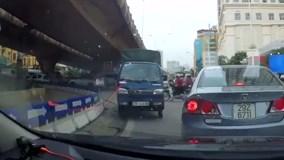 Truy tìm người lái xe tải đi tắt đón đầu