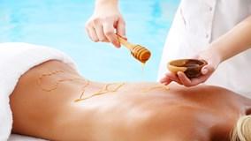 Tác dụng không ngờ khi massage cơ thể bằng mật ong