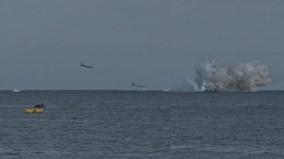Trước mặt khán giả, chiến đấu cơ Ý đâm đầu xuống biển, phi công tử nạn