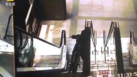 Đây là lý do tại sao không nên vác xe đạp lên thang cuốn