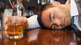 Tại sao uống bia, rượu lại say?