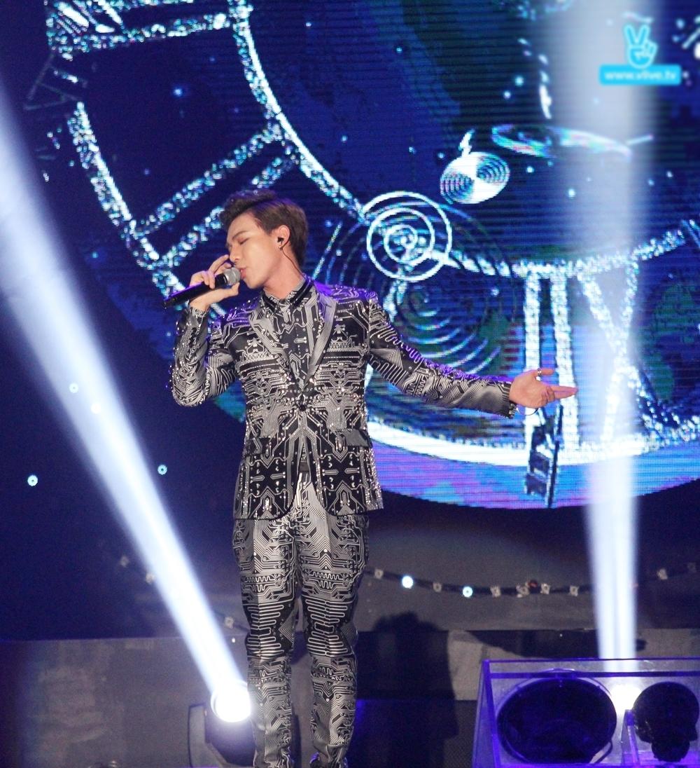 Erik không lép vế trước các nghệ sĩ quốc tế tại Asia Song Festival-2