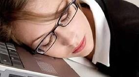 Mẹo bấm huyệt giúp xua tan cảm giác buồn ngủ khi làm việc