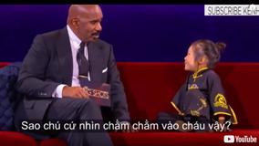 Cô bé khiến MC Steve Harvey câm nín với một loạt câu hỏi 'không đỡ nổi'