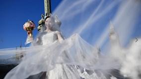 Trào lưu tự cưới chính mình của phụ nữ Châu Âu