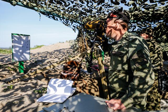 Theo RT, cuộc tập trận của lực lượng thủy quân lục chiến thuộc Hạm đội Baltic Nga đã diễn ra tại thao trường Khmelevka thuộc vùng Kaliningrad trên bờ biển Baltic.
