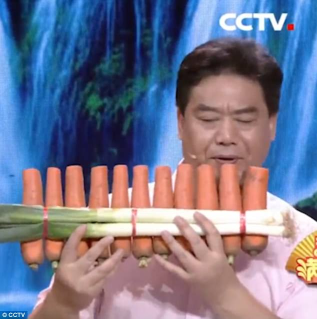 Anh Nan Weidong đã khiến khán giả sửng sốt khi biểu diễn âm nhạc từ những đồ vật thường nhật và từ những nhạc cụ chế tạo từ rau củ.