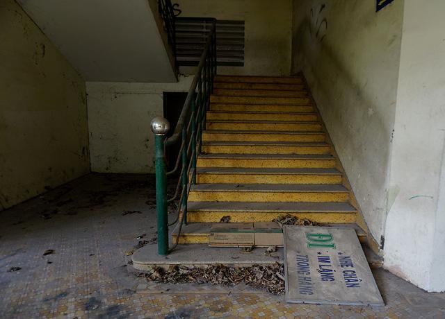 Lối cầu thang dẫn từ lầu 1 lên lầu 2.