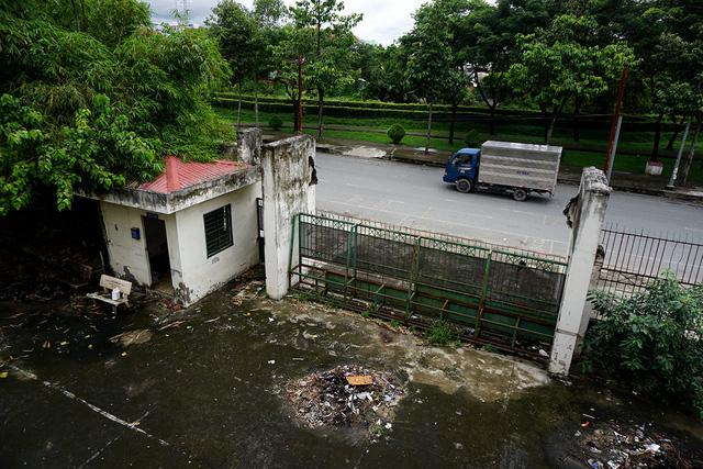 Một ngôi trường rộng nằm giữa Sài Gòn bỏ hoang gần chục năm, ai chứng kiến cũng xót xa vì sự lãng phí.