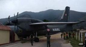 Máy bay quân sự lỗi phanh, đâm sập đồn cảnh sát