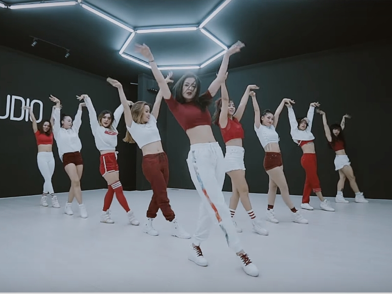 Không sợ bị chê bai, Chi Pu thả xích dance MV với vũ đạo nhuần nhuyễn-2