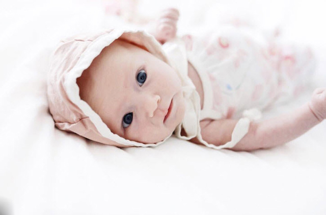 Rơi nước mắt trước hình ảnh bé khiếm thính bật khóc khi lần đầu nghe giọng nói của mẹ-3