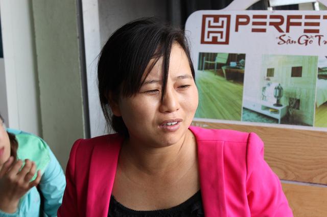Chị Nguyễn Thị Khuyên cho biết, gia đình chị cũng bị đạn lạc bay vào nhà hôm 10/8.