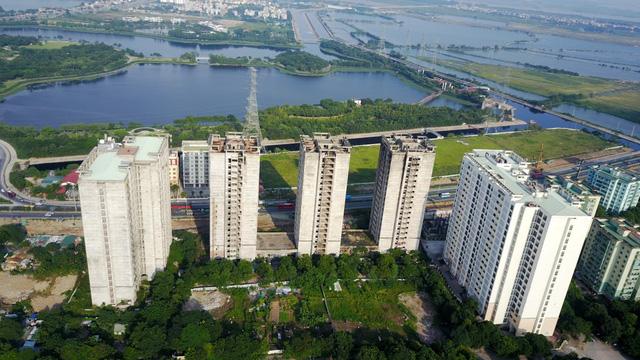 Được khởi công từ năm 2009, khu ký túc xá nằm ở cửa ngõ phía Nam thủ đô Hà Nội, cách trung tâm thành phố khoảng 20km.
