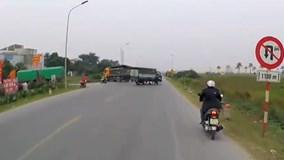 Cú drift tài tình tránh tai nạn của tài xế xe ben