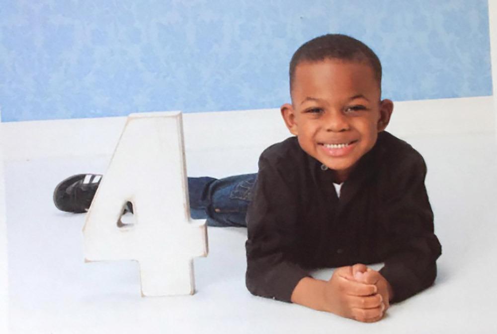 Cậu bé 4 tuổi diễn sâu van xin mẹ trì hoãn đẻ gây sốt mạng xã hội-3
