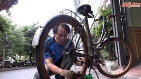 Cận cảnh chiếc xe đạp vành gỗ có tuổi đời ngang ngửa cầu Long Biên